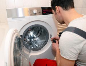 So wechseln Sie den Keilriemen Ihrer Waschmaschine aus